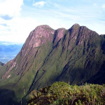 Locação de Vans para Pico do Paraná
